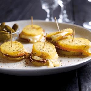 Mini-sandwiches van aardappelen met Chaumes en Grisonvlees