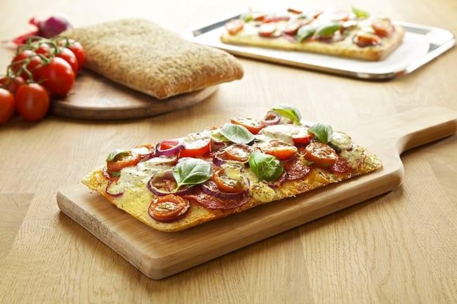 Pizza op basis van focacciabrood met Bressot Kruiden