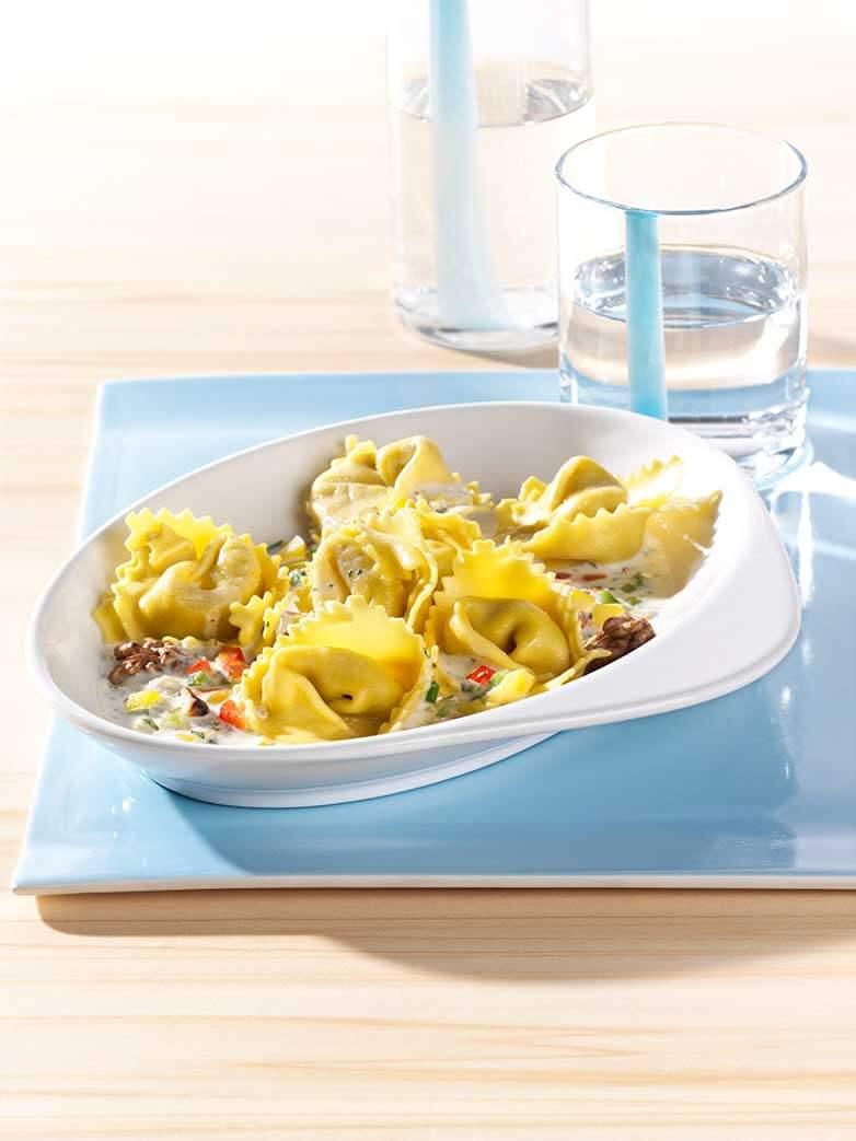 Tortellini met walnoot-paprikasaus en Paturain Cuisine
