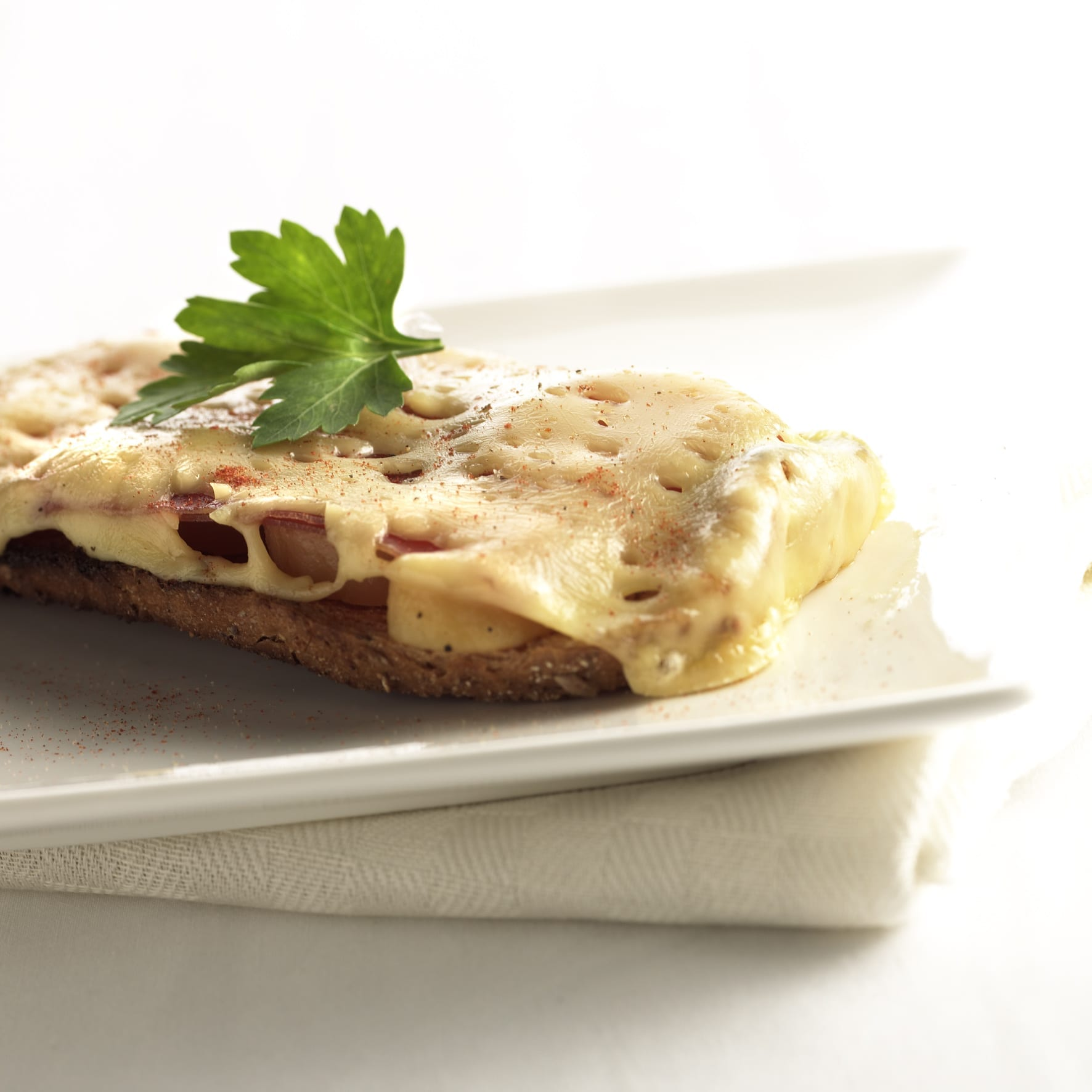 Boerenbrood met tartiflette (Franse specialiteit)