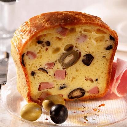 Cake met ham, olijven en Le Rustique camembert