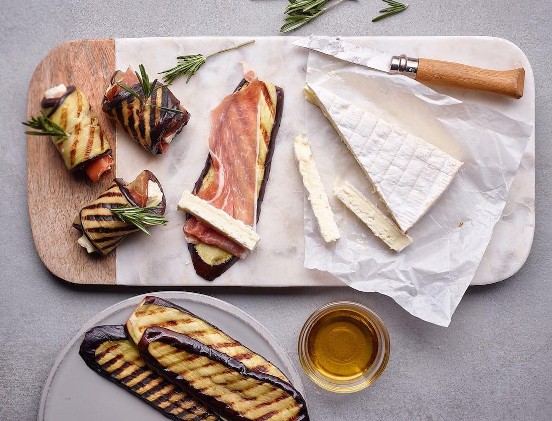 Auberginerolletjes met Brie Le Rustique<pus></noscript></sup>, rauwe ham en rozemarijn